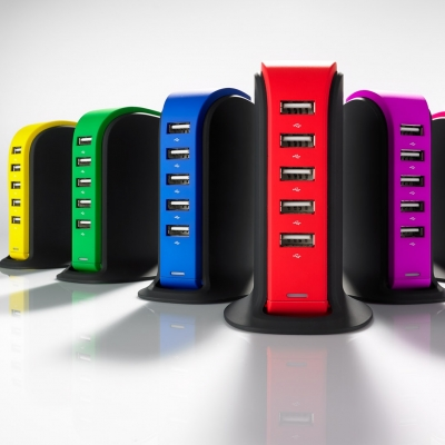 Elektroniikka - Laturi jossa 5 USB-porttia