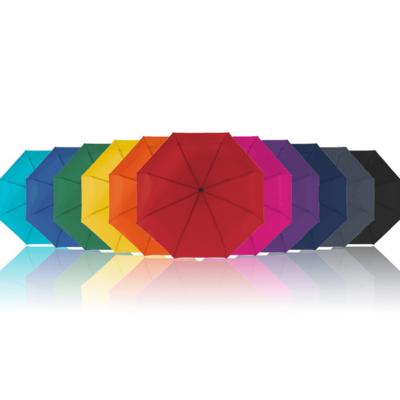 Sateenvarjo logolla